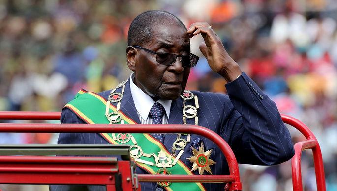 Президент Зимбабве убежал состраны вслед за супругой