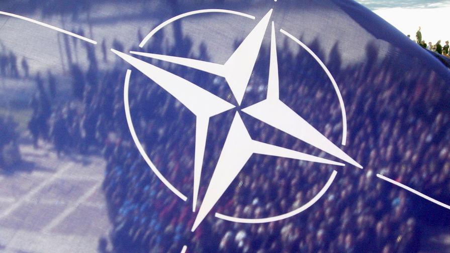Власти пообещали убрать солдат НАТО с памятника героям Великой Отечественной