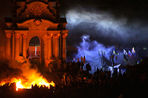 «Евромайдан» защищается огнем