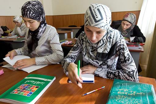 Прокуратура посчитала, что российские студентки могут приходить на занятия в хиджабах