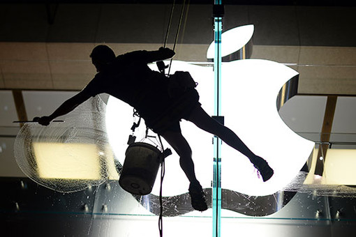 Алишер Усманов купил акции Apple в надежде на их рост