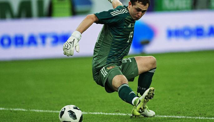 Вратарь сборной РФ Лунев из-за травмы рискует закончить сезон