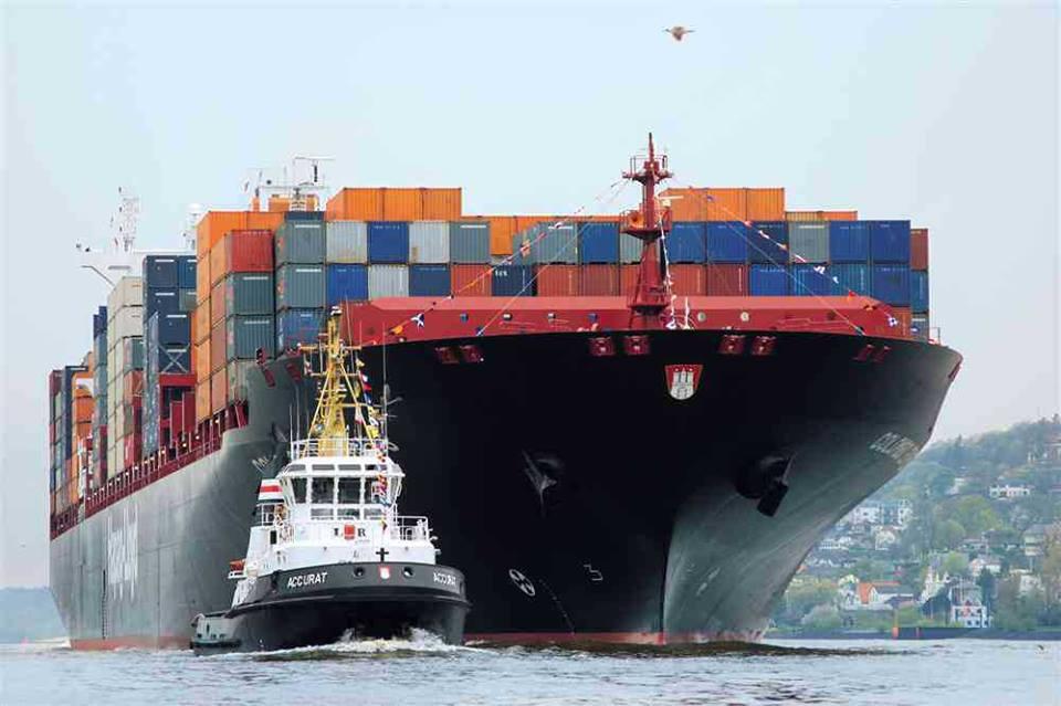 Контейнеры с товарами Alibaba приходят в порт