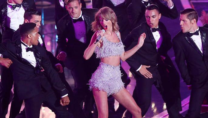 Тейлор Свифт завоевала премию American Music Awards в категории  «Артист года»