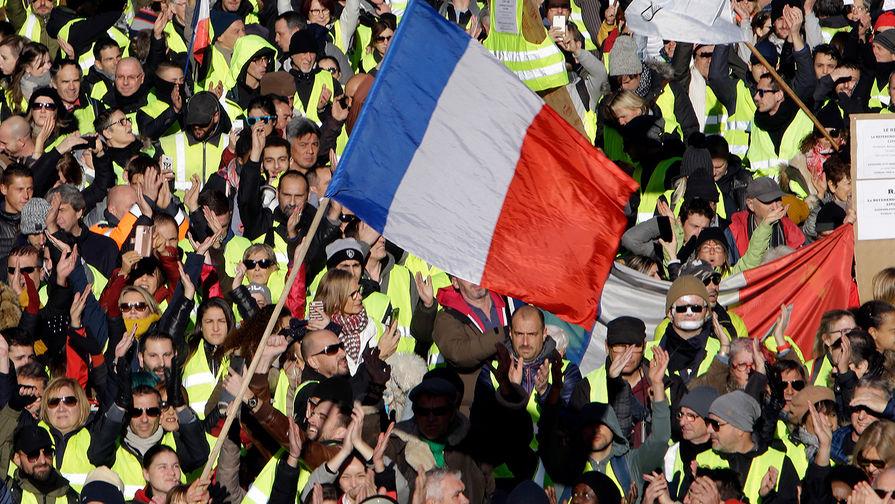 Власти Франции задержали 345 «желтых жилетов»