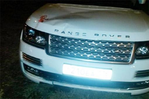 Следы крови на капоте автомобиля