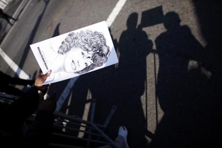 Лечащие врачи Уитни Хьюстон и фармацевты, продавшие звезде лекарства, получили повестки в суд