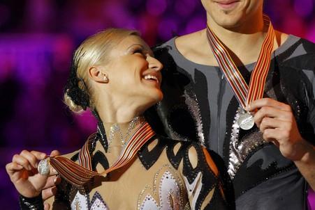 Татьяна Волосожар и Максим Траньков завоевали серебро на ЧМ-2012, уступив 0,11 балла Алене Савченко и Робину Шолковы