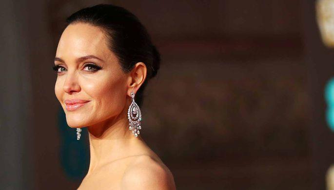 Анджелина Джоли снимет байопик про американского спортсмена Джима Торпа