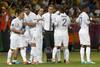 Блан дает указания игрокам в матче против команды Швеции