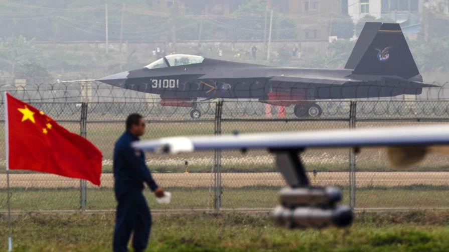 http://img.gazeta.ru/files3/293/8367293/axe-chinese.stealth.fighter-1024x664-pic905-895x505-58463.jpg