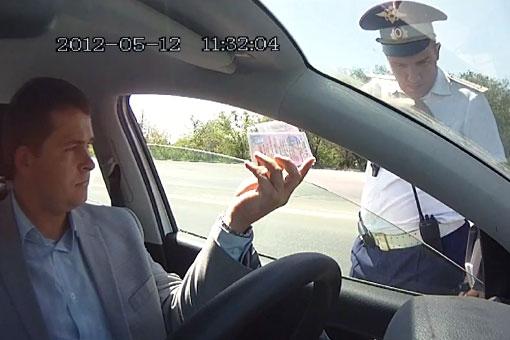 Инспектор ДПС попытался засудить водителя, выложившего в интернет их разговор, записанный на видео