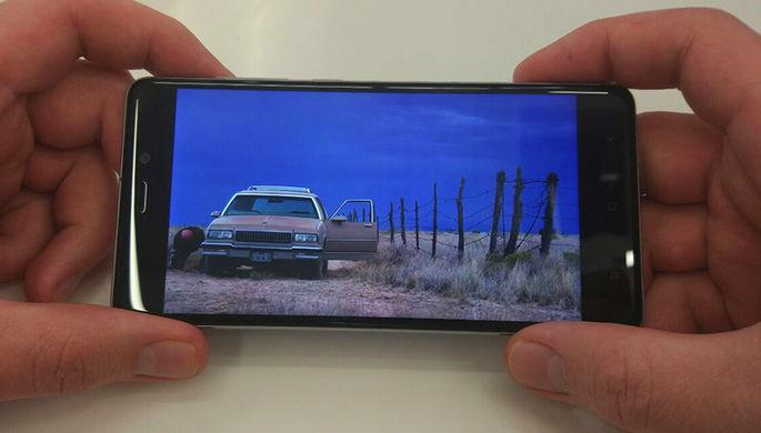 ВоФранции водителям запретили пользоваться телефоном встоящей машине