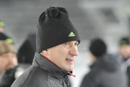Главный тренер сборной России замерзал, но не упускал нити игры
