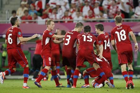 Футболисты сборной Чехии празднуют выход в четвертьфинал чемпионата Европы