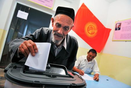 Киргизия выбирает президента, главный претендент – премьер
