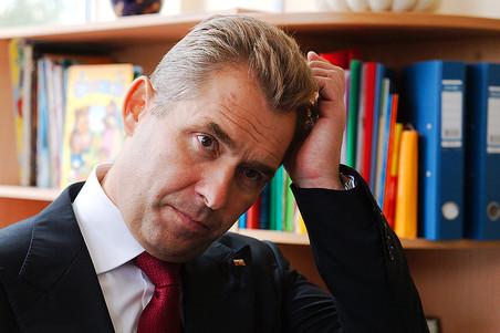 Павел Астахов спросил россиян, можно ли связывать детей