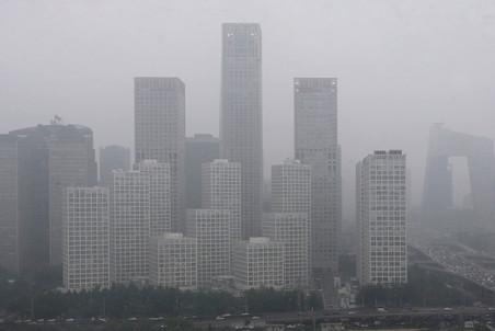 Вид на окутанный смогом деловой квартал Пекина, 2013 год