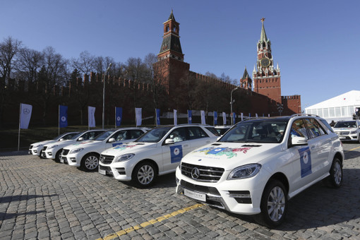 Хоккеисты сборной России получили в подарок такие же автомобили, как и олимпийские чемпионы