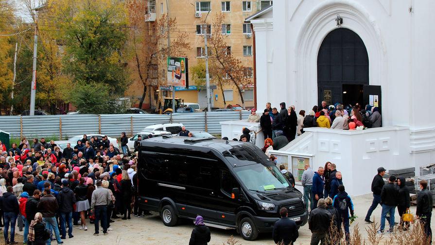 В Саратове похоронили убитую 9-летнюю девочку
