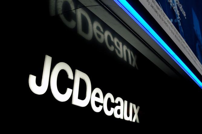 JCDecaux ����� ���������������� ����� � Russ Outdoor