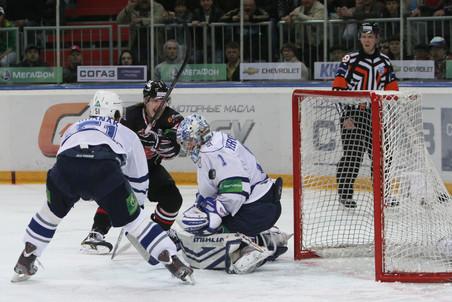 Московское Динамо обыграло Авангард во втором матче финала плей-офф КХЛ