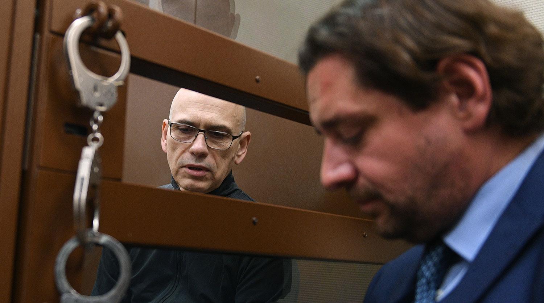 Бывший министр финансов Московской области Алексей Кузнецов (слева), обвиняемый в хищении более 11...