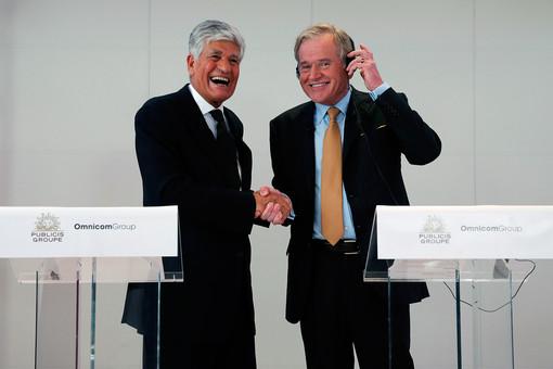 Главы Publicis и Omnicom Морис Леви и Джон Рен на пресс-конференции в Париже