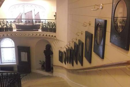 Портреты руководителей РГО, лестница Главного здания, Санкт-Петербург