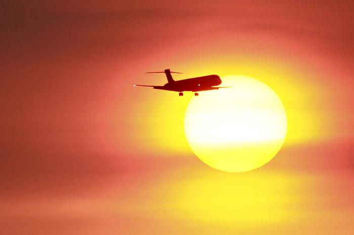Солнце пока не сбивает самолеты