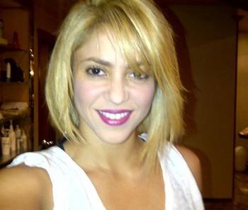 Шакира сменила стрижку