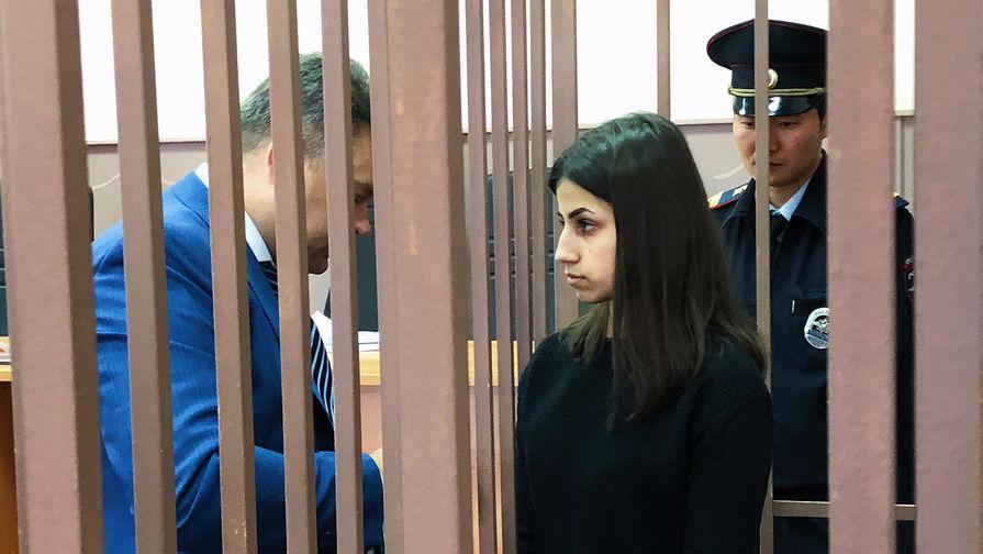 Родственники сестер Хачатурян подрались в помещении суда