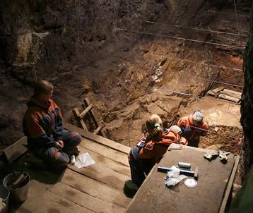 Раскопки в Денисовой пещере