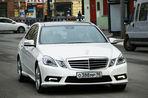 В Санкт-Петербурге «Мерседес», за рулем которого ранее видели главу «ВКонтакте» Павла Дурова, сбил сотрудника ДПС
