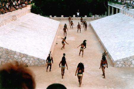 Индейцы майя очень любили футбол