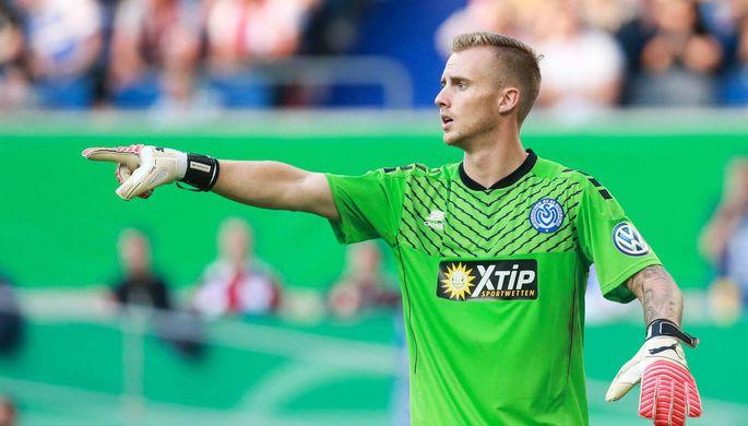 Курьез вфутболе: германский вратарь захотел попить ипропустил гол