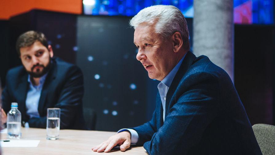 Руководитель «Чемпионат.com» Дмитрий Сергеев и мэр Москвы Сергей Собянин