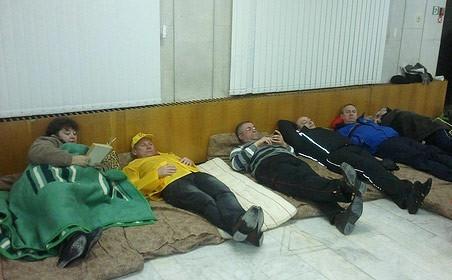 В городе Лермонтове восемь кандидатов в депутаты горсовета, снятые с выборов по решению избиркома, объявили голодовку