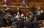 В украинском парламенте обсуждение ситуации на востоке страны закончилось дракой