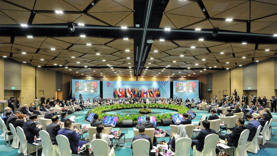 Путин прибыл вСингапур для участия вАСЕАН иВосточно-Азиатском саммите