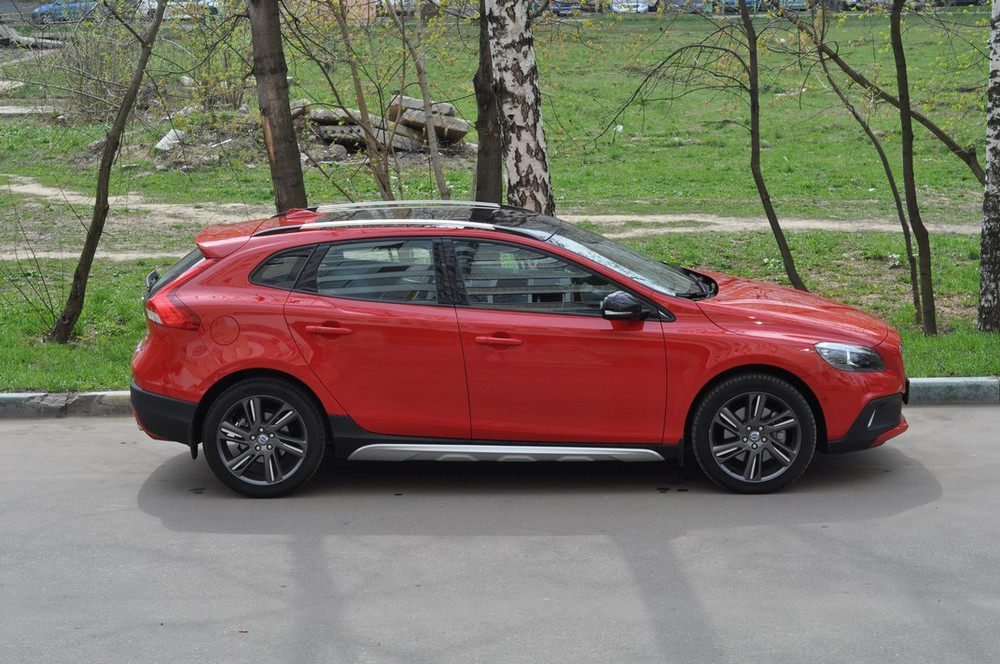 Volvo V40 Cross Country Red