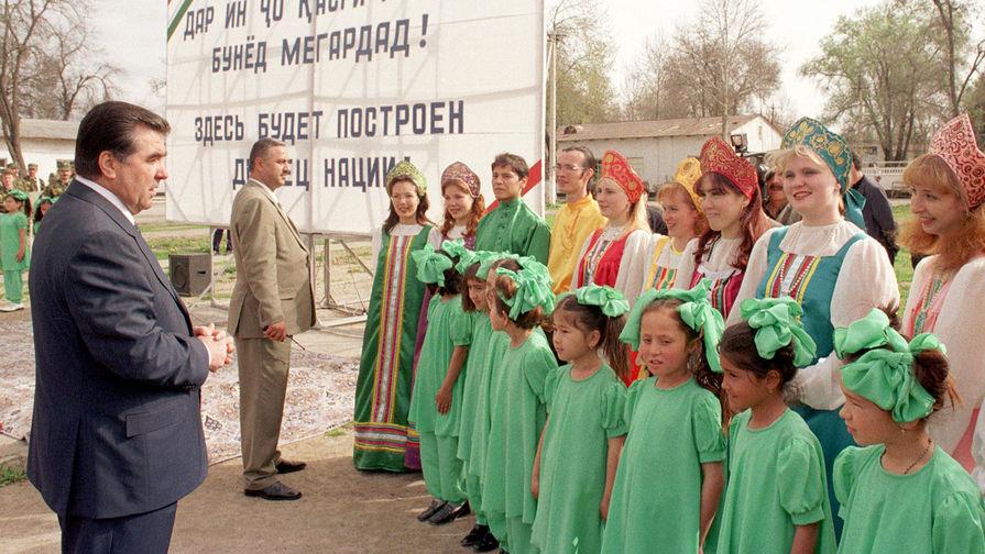 Таджикистан запрещает русские паспорта
