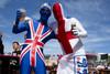 Болельщики в цветах Англии и Великобритании