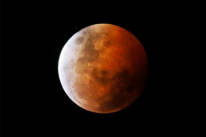 Кровавая Луна: граждане Чехии увидят самое длинное затмение 100-летия