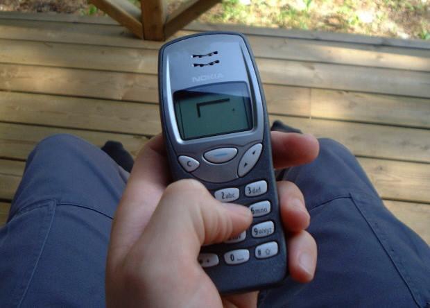 Кнопочный телефон не даст много развлечений, но и не отнимет массу времени