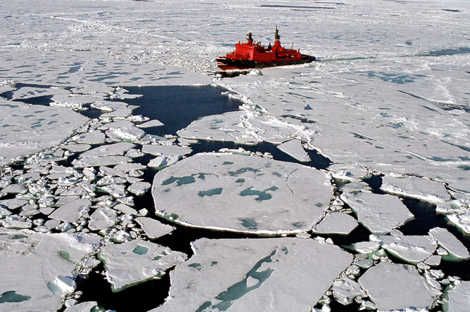 Русские стратегические бомбардировщики выполнили полеты над Арктикой