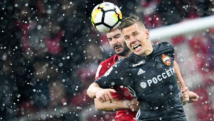 ЦСКА и«Спартак» два раза прерывали дерби из-за фанатов сфайерами