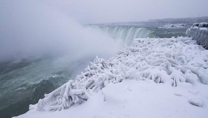 ВСША из-за сильных холодов замерз Ниагарский водопад