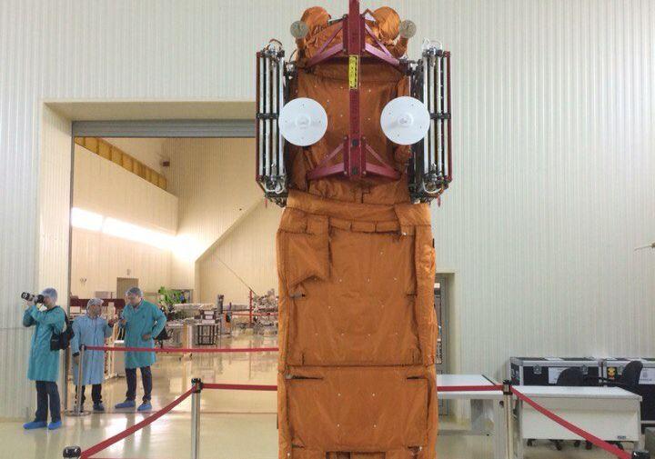 Спутник «Ломоносов» в теплозащитном кожухе