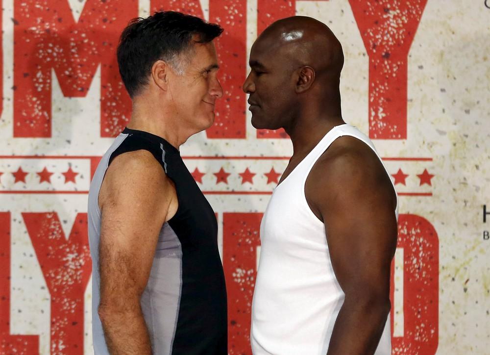 Американский политик Митт Ромни сразился наринге слегендой бокса Холифилдом
